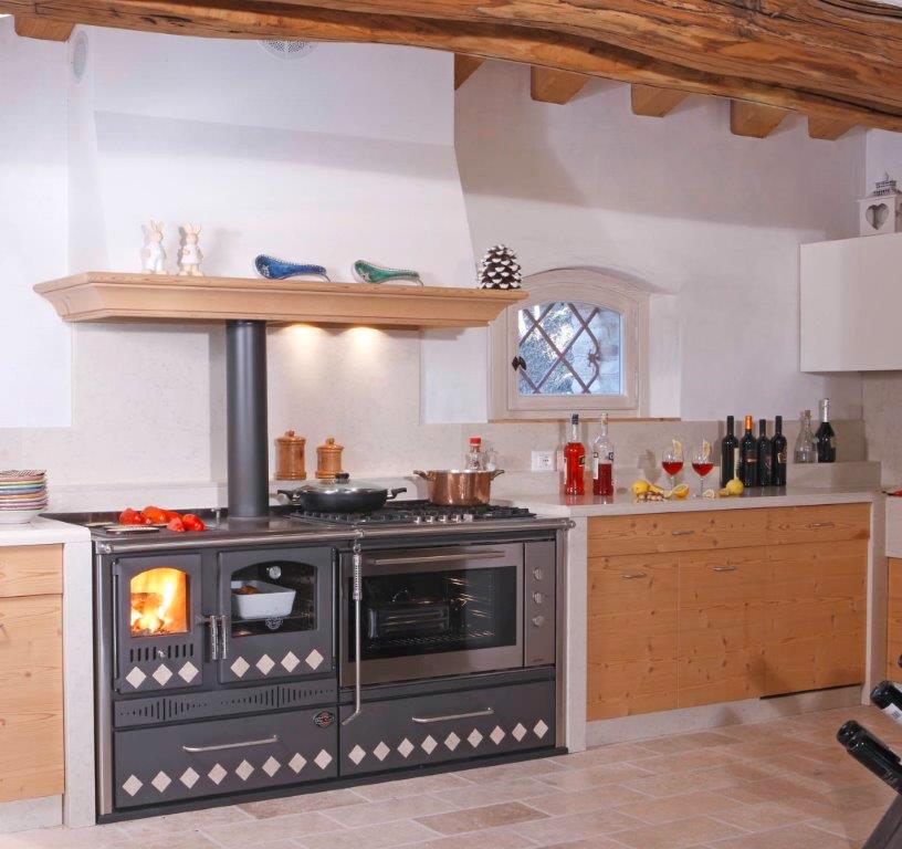 Interessante cucina con forno a legna lc52 pineglen - Cucine a legna e gas ...